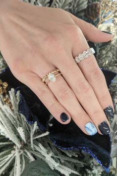 We love these stunning blue and white winter nails, along with the oval diamond solitaire engagement ring, yellow gold wedding band, and oval diamond anniversary band #oval #ovaldiamond #solitaire #gold #yellowgold #diamond #weddingband #band #anniversary #anniversaryband #nails #winternails