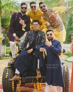 trendy wedding photography indian with friends Wedding Outfits For Groom, Groomsmen Outfits, Wedding Dress Men, Indian Wedding Outfits, Wedding Poses, Wedding Groom, Wedding Portraits, Indian Weddings, Real Weddings
