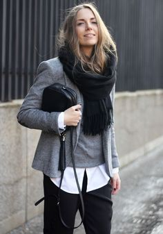 You cant go wrong with a chunky black scarf over grey layers can you? alles für Ihren Stil - www.thegentlemanclub.de