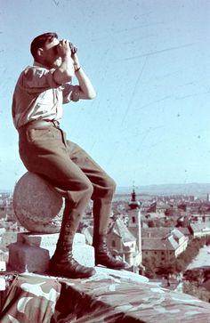 Honvéd megfigyelő Győrben. Ww2 History, Tiger Tank, Hungary, Budapest, World War, Wwii, Army, Military History, Hipster Stuff