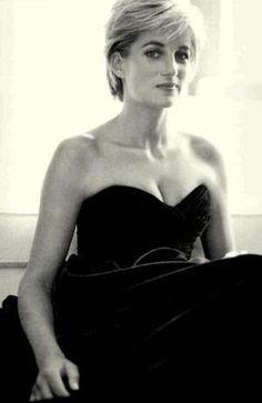 """""""En cualquier lugar que veo el sufrimiento, que es donde quiero estar, haciendo lo que puedo.""""  - La princesa Diana de mandarina"""