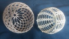 Best 7 Learn how to crochet these cute and extraordinary Christmas Baubles using the step by step tutorials in different languages. 3d Christmas, Crochet Christmas Ornaments, Christmas Crochet Patterns, Christmas Baubles, Crochet Flower Tutorial, Crochet Instructions, Crochet Flower Patterns, Crochet Flowers, Beginner Crochet Projects