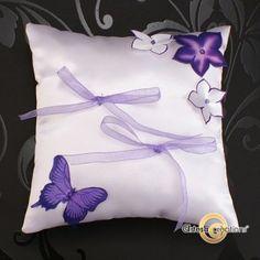 Coussin d'alliances Papillon Lilas  wedding pillow - handmade in France  Shiiping in US - Canada - Japan    http://www.artesa-creations.com/mariage/608-coussin-alliance-papillon-fleur.html