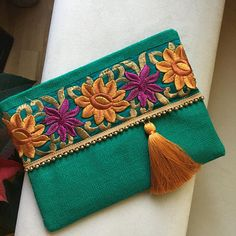 Best 12 Green floral boho clutch – Page 514888169896993521 Boho Clutch, Clutch Bag, Embroidery Bags, Embroidery Patterns, Jute Fabric, Floral Clutches, Handmade Bags, Handmade Bracelets, Etsy
