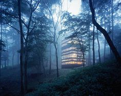 TNA Architects designed a tower in the forest! Ring House allows a 360° view on the surrounding nature, while still assuring privacy!