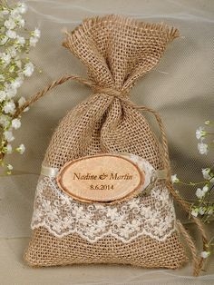 Natural Rustic Burlap Favor Bag with Engraved Birch Bark Slice- Nice gift bag idea Burlap Wedding Favors, Soap Wedding Favors, Wedding Favor Bags, Diy Wedding, Wedding Gifts, Wedding Decorations, Lace Wedding, Tiny Gifts, Yosemite Wedding