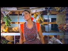 """Lucha Villa canta """"Te traigo estas flores"""" de José Mejía Brambila en la película """"La marchanta"""" (1973)"""