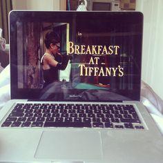 Tags mais populares para esta imagem incluem: Breakfast at Tiffany's, audrey hepburn, movie e tiffany