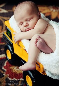 Newborn picture idea-this is adorable wish I woulda thought of this for B with his daddies truck & plane he still has from #Photography Images| http://best-awesome-photography-collection.blogspot.com