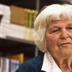 """Dot Serfontein skrywer van Kroonstad. Serfontein beskryf haar """"ryk stuk lewe"""" in haar outobiografie, Vrypas (Protea-boekhuis, 2009). AS kind wat die vryheid van die Vrystaatse vlaktes verken, as jong meisie en student, as """"vrot"""" skooljuffrou aan die Hoërskool Sentraal, as joernalis by Volksblad, as Willem-se-vrou en vyf-kinders-se-ma."""" En as skrywer. Dot Serfontein is vir Afrikaanse Suid-Afrikaners volksbesit; vir Vrystaters is sy hartsbesit. My Roots, Afrikaans, Celebs, Celebrities, Writers, South Africa, Dots, Live, Film Director"""