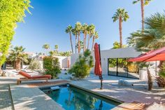 An oasis in the California dessert, this spare garden benefits from open spaces and its in-ground Endless Pool. Wells, Amazing Gardens, Beautiful Gardens, Paving Design, Benefits Of Gardening, Pergola Pictures, Outdoor Garden Furniture, Open Spaces, California Dreamin'