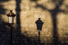 La sombra de la iluminacion en Lucena,Andalucia