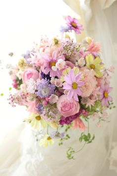 pink and green bouquet Flower Bouqet, Pastel Bouquet, Beautiful Bouquet Of Flowers, Pastel Flowers, Bridal Flowers, Floral Bouquets, Spring Flowers, Beautiful Flowers, Spring Flower Arrangements