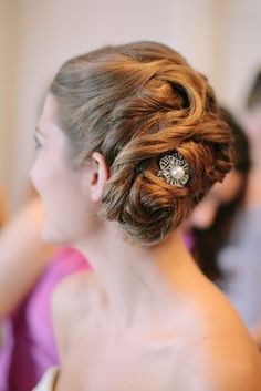 Elegant brooch-accented wedding #updo (Photo Nancy Aidée Photography)