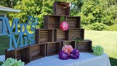 cupcakes on crates cake stands - cupcakes on crates ; cupcakes on crates wedding ; cupcakes on crates cake stands ; wooden crates for cupcakes ; cupcakes on wooden crates ; crates with cupcakes ; crates for cupcakes Wood Cupcake Stand, Rustic Cupcake Stands, Rustic Cupcakes, Cupcake Stand Wedding, Wedding Cupcakes, Rustic Cake, Wedding Crates, Rustic Wedding, Trendy Wedding