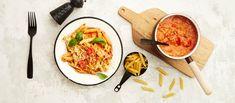 Tonnikalapasta on koko perheen arkisuosikki! Se on myös nopea, helppo ja edullinen. Noin 1,55€/annos.* Penne, Pasta, Jamie Oliver, Mozzarella, Thai Red Curry, Breakfast, Koti, Ethnic Recipes, Red Peppers