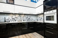 Black white kitchen ideas large kitchen with black island and mix of Black Kitchens, Cool Kitchens, Cream Kitchens, Kitchen Black, Home Interior, Kitchen Interior, Interior Design, Kitchen Wall Panels, Kitchen Colour Combination