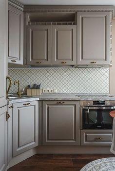 60 Kitchen Decor Trending This Summer - Interior Design Fans Kitchen Interior, Kitchen Design Small, Home Decor Trends, Home Remodeling, Kitchen Decor Trends, Interior Design Kitchen Small, House Interior, Home Kitchens, Kitchen Design