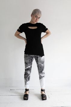 Oblique stretchable comfortable top that can be pared with any bottoms at ATELIER957.