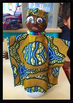 These traditional African crafts for kids teach us about the rich and colorful heritage of the African continent! Play games, create art and have fun! African Dolls, African Girl, African Masks, African Art For Kids, African Violet, Africa Craft, African Art Projects, Afrique Art, Art Lessons Elementary