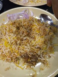 #HyderabadBiryani 👌 #Paradise Famous Hyderabadi Biryani Indian Food Recipes, Asian Recipes, Mutton Korma, Food Pictures, Food Pics, Middle East Food, Iranian Cuisine, Snap Food, Biryani Recipe