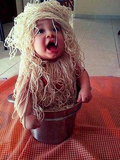 Kids Halloween Costumes: Spaghetti Baby - Looks like baby wants to taste the spaghetti Funny Kid Halloween Costumes, Cute Costumes, Baby Costumes, Halloween Kids, Funny Kids, Cute Kids, Cute Babies, Baby Kids, Creative Costumes