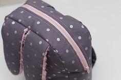 El Yapımı Sırt Çantası Nasıl Yapılır? ,  , Kızlarımız için tavşan kulaklı el yapımı sırt çantası nasıl yapılır ondan bahsedeceğiz. Daha önce kalp sırt çantası yapımı yapmı...
