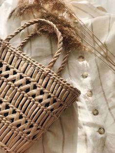 Cream Aesthetic, Brown Aesthetic, Summer Aesthetic, Aesthetic Style, Hibiscus, Popular Handbags, Straw Handbags, Winter Hats For Women, Straw Tote