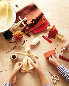 mabon/samhain: make corn husk dolls Thanksgiving Crafts For Kids, Thanksgiving Decorations, Fall Crafts, Holiday Crafts, Arts And Crafts, Thanksgiving Turkey, Kid Crafts, Towel Crafts, Harvest Decorations