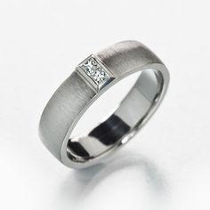 Princess diamond ring with matte finishing.