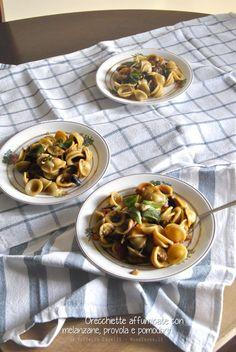 Che dire? Pochi ingredienti e risultato eccezionale! Orecchiette affumicate con melanzane, provola e pomodorini. Un piatto verace ottimo sia caldo che all'insalata. La ricetta la trovate su http://noodloves.it/orecchiette-affumicate-melanzane-provola-pomodorini/