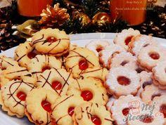 Linecká kolečka plněná marmeládou | NejRecept.cz Czech Recipes, Doughnuts, Eid, Christmas Cookies, Food And Drink, Christmas Recipes, Cookies, Food Ideas, Biscuits
