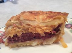 I ADORE Reuben sandwiches.it's my all time favorite.this recipe is so wonderful because of the crescent roll dough, it's makes it so delicious because of the light flaky crust! First unroll 1 tube of oz) refrigerated crescent dough. Reuben Sandwich, Sandwich Recipes, Cheat Meal, I Love Food, Good Food, Yummy Food, Beef Recipes, Baking Recipes, Yummy Recipes