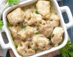 This Greek chicken with parsley recipe is a delicious way to add some Greek flavor to your usual chicken dinner. Healthy Greek Recipes, Greek Chicken Recipes, Vegetarian Recipes, Parsley Recipes, Filo Recipe, Pesto Recipe, Recipe Recipe, Greek Dishes