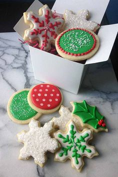 Learn how to decorate beautiful holiday cookies with royal icing, plus troubleshooting tips: https://foodal.com/recipes/desserts/decorate-holiday-cookies-royal-icing/