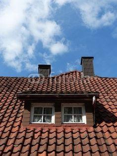 Mansarde mit zwei Fenstern auf einem Gasthof am Tönsberg in Oerlinghausen im Teutoburger Wald bei Detmold im Kreis Lippe