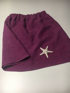 A heavy weight linen skirt that can totally complement your fall look. Available in two colors, with elasticated waist, side pockets, has a wide cut at the hems, very comfortable and suitable to any body type. Linen Skirt, Piece Of Clothing, Fall Looks, Body Types, Pockets, Canvas, Colors, Skirts, Clothes