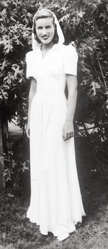 Little Edie Beale, 1930s hooded gown,,,,,Little Edie truly had a successfull life in the fashion and entertainment industry in front of her. This was also something she felt very passionate about and she had it all going in the right direction. Life must have made an enormous u-turn on her though...