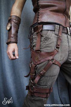 Un harnais entre le holster, l'exosquelette et l'accessoire de costume