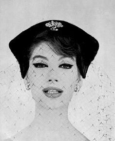 Simone d'Aillencourt is wearing velvet hat with silk voilette by Legroux, photo by Georges Dambier, L'art et la mode n°4 - 1958
