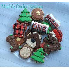 "@madrimahtani's photo: ""Lumberjack cookies #madriscookiekitchen… Fall Cookies, Cookies For Kids, Cute Cookies, Cupcake Cookies, Christmas Cookies, Lumberjack Cupcakes, Lumberjack Birthday Party, Iced Sugar Cookies, Royal Icing Cookies"