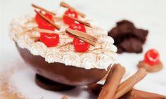Seja para presentear ou para comer em casa de colher, o ovo com recheio de marshmallow, brownie e cerejas é impossível de resistir. Veja o passo a passo da receita, feito pela confeiteira Giuliana Cupini, que vai ser um sucesso nesta Páscoa.
