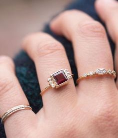 d62c9d231 15 Birthstone Engagement Rings That Make You Forget About Diamonds via Brit  + Co Aneis,