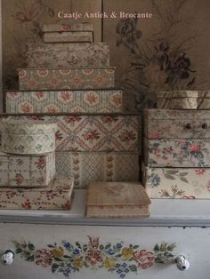 """""""Vintage Floral Wallpaper Wall Mural, Unprepasted Non-woven Fabric Each Roll is Inches Wide by 11 Yard Long, Covering 57 Square ft. Fabric Covered Boxes, Fabric Boxes, Old Boxes, Antique Boxes, Shabby Chic Style, Shabby Chic Decor, Vintage Hat Boxes, Shabby Fabrics, French Fabric"""