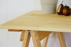 Traditional Pine trestle table desk dining por PlankandTrestle