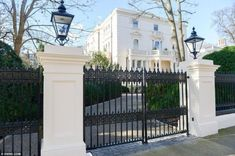 The Best Gate Design That You Have To Try In Your Home 19