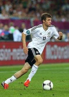 MÜLLER, Thomas | Midfield | Bayern Munich (GER) | @real_mueller | Click on photo to view skills