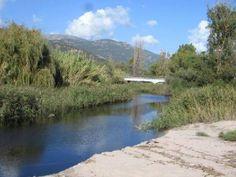 Corsica - Fleuves et Rivières - Le Sagone est une rivière de Corse-du-Sud ui se jette en mer Méditerranée.D'une longueur de 21,7 kilomètres, le Sagone prend sa source sur la commune de Marignana à 1 101 mètres d'altitude, près du Capu Sant'Anghiulu (1 273 m)4. Dans sa partie haute il s'appelle aussi, pour Géoportail, le ruisseau de Pozzi puis le ruisseau de Fiuminale.