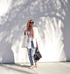 white blazer with boyfriend jeans