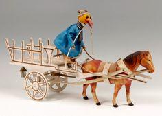 Juguete vintage, años 30-40. Madera y celuloide. Medidas: 28,5 x 49 x 12 cm. Juguete realizado en madera y celuloide, con ropas reales, representando una carreta tirada por un caballo y conducida por un pato de aspecto cómico, vestido con coloridas ropas.  #juguete #vintage, #vintagetoys, #antiques